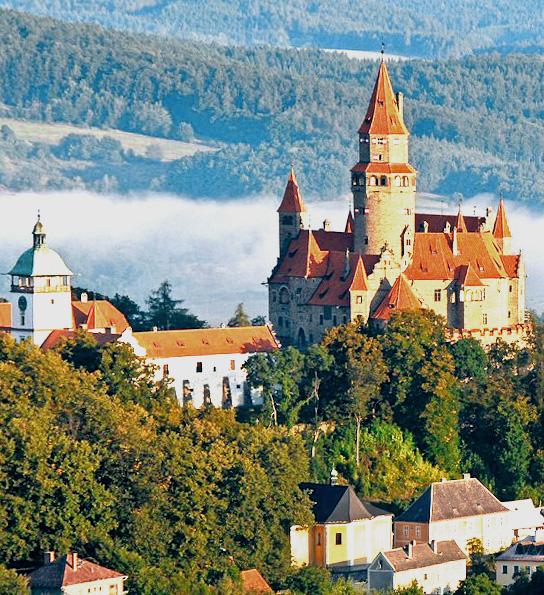 Средневековый готический замок чехии
